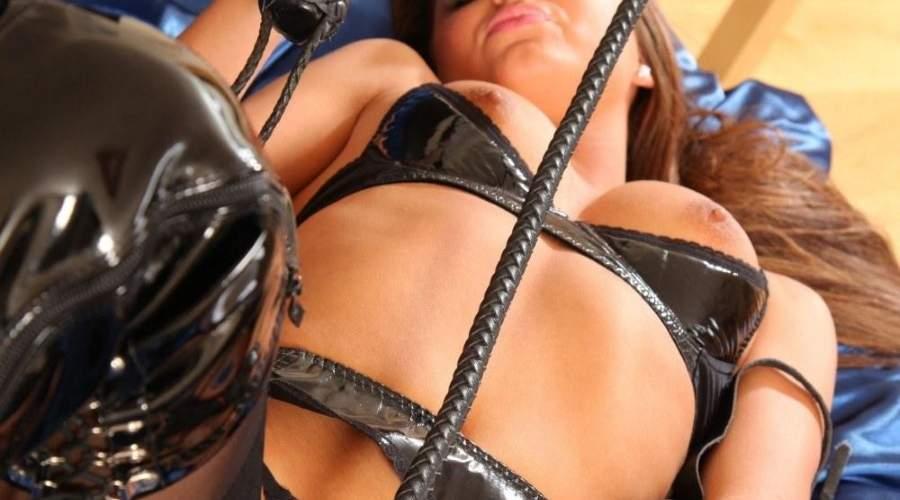 Bella mistress di Catanzaro cerca schiavi per whipping con frusta