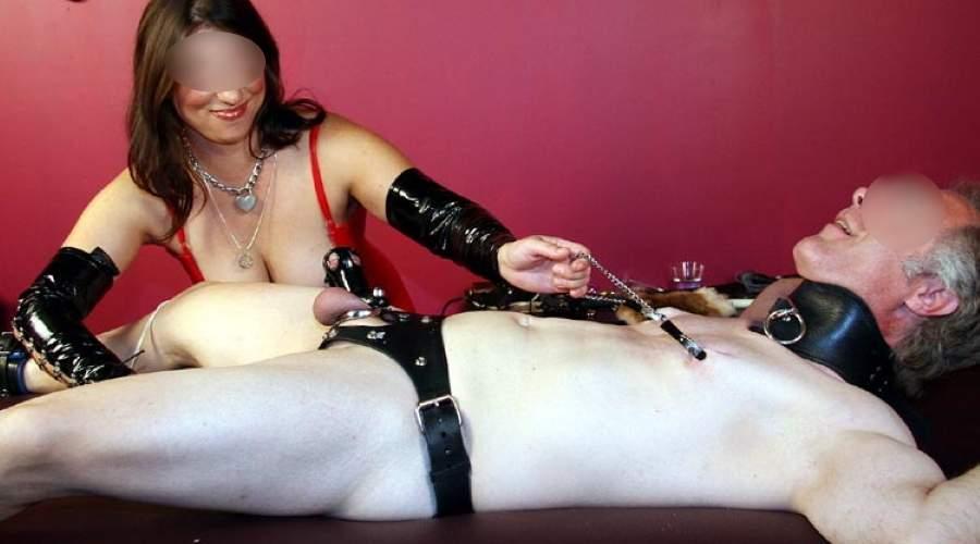 Mistress di Trento tortura il cazzo di slave maturi