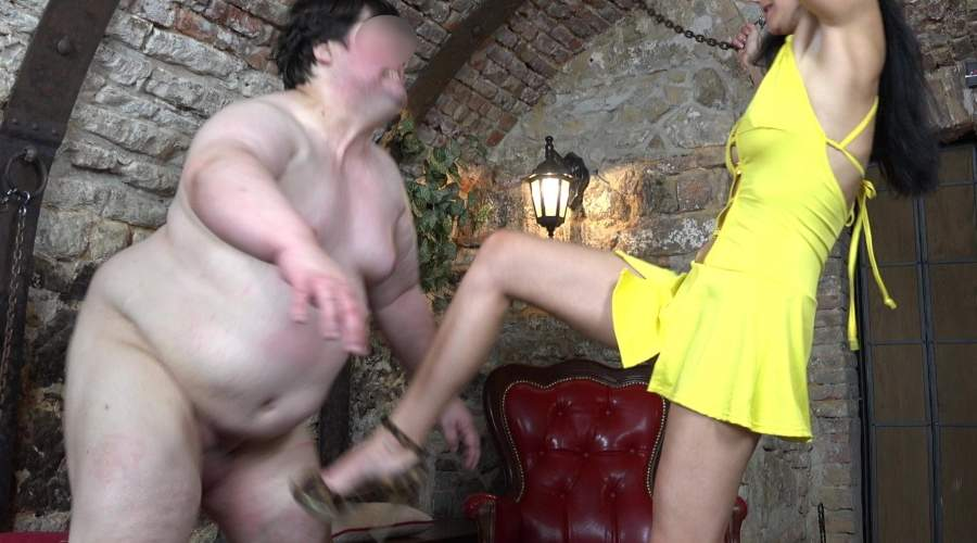 Mistress di Bologna ospita slave in dungeon