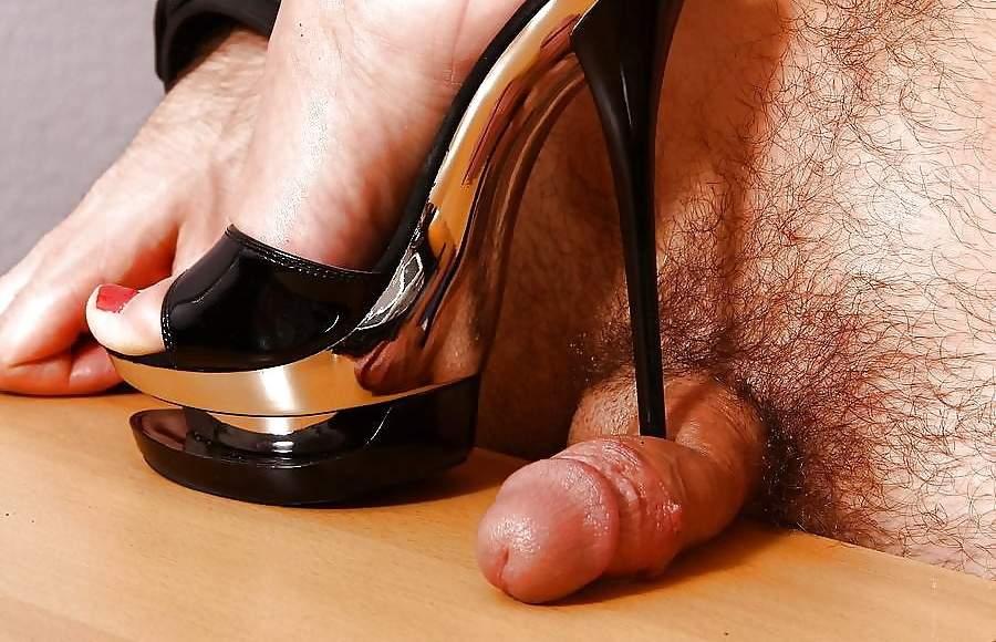 Mistress amante del cock and ball torture incontra slave a Genova