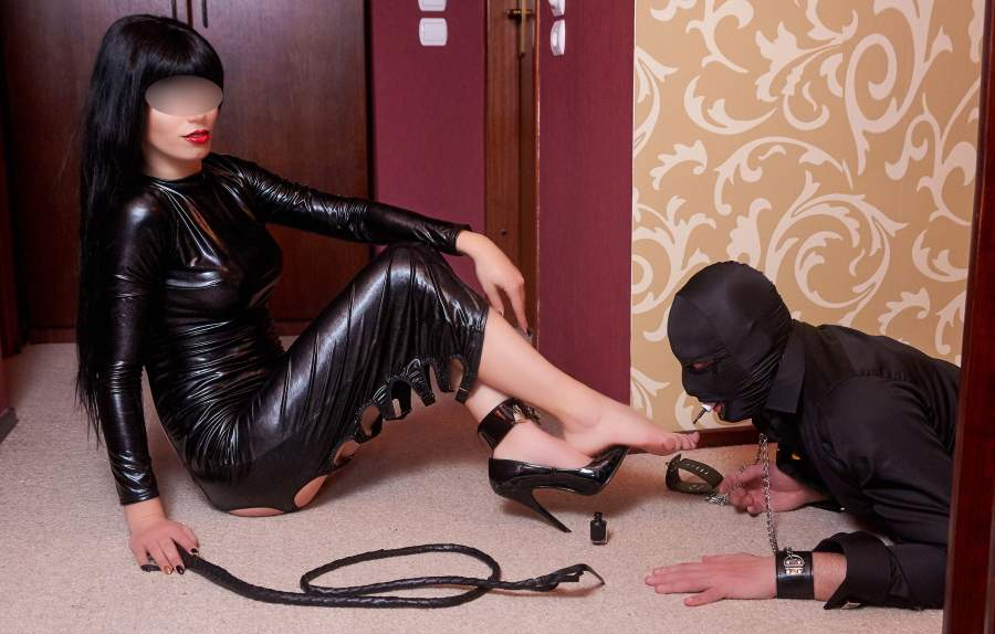 Mistress romana cerca slave amanti del foot fetish