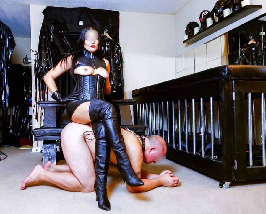 Top mistress di Potenza cerca slave da mettere in gabbia