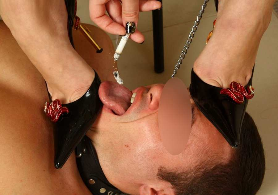 Top mistress di Firenze cerca slave posacenere